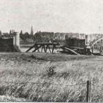 De opgeblazen spoorbrug bij Mook in 1940. In 1944 is de brug nogmaals opgeblazen. Foto 013