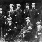 De burgerwacht van Malden met M95 geweer omstreeks 1915 – 1920. De burgerwacht bestond uit niet militairen en was een extra bescherming, naast de gemeentepolitie, voor de burgerbevolking. Later is de burgerwacht opgegaan in de schietvereniging. Op de foto o.a. Ton van de Broek, Wim Dreumel,, Piet Geurts (links onder), Bart Janssen (rechts onder), J.A. Nillisen (de vader van de latere Burgemeester) en van Allebeek.