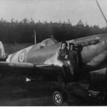 Spitfire met Lenie en Marietje Polman op B-91. Foto 134