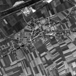 Luchtfoto van Malden genomen in 1949 met links boven het kanaal.