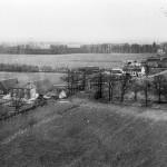 Luchtfoto in de richting van Malden van de boerderij Berkenbosch van de familie Follings en de Hatertseweg omstreeks 1950/60.