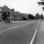 Rijsweg Malden in 1975 met van links naar rechts: 1. A. Haerkens (de smid) 2. H. Kesseler (schoenmakerij + winkel) 3. Wim Jacobs (postkantoor) 4. Toon van de Logt (dirigent van de harmonie) 5. Hent Kleijn (oorlogsinvalide) 6. Piet Poelen (bakkerij + Spar winkel).
