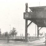 De sluisbrug met wachthuis bij Heumen die, gedurende operatie Market-Garden, deel uit maakte van de Clubroute (ook wel Hells Highway of Corridor genoemd). Het was de enige bruikbare brug over het Maas-Waal kanaal. De brug is gebouwd in 1924 en afgebroken in 1990. Foto 006