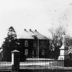 De R.K. Pastorie gebouwd in 1850 en afgebroken in 1959. Foto uit 1950.