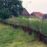 De geperforeerde staalplaten (PSP) van B91 in 1996 nabij boerderij de Berkenbosch langs de Hatertseweg.