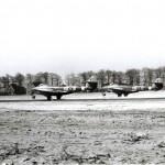 Gloster Meteoors van het 616e squadron met links het huis van Toon Smids, midden het huis van Piet Schraven en rechts het huis van Kees van Dreumel de melkman. RAF museum 6048-1