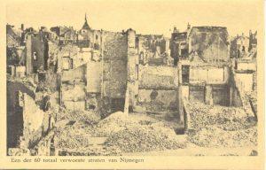 Een der 60 totaal verwoeste straten van Nijmegen