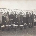 10 Familie Polman vier Candezen en Gerard en Riek de Vree op de kwekerij