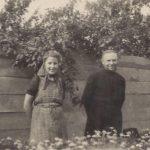 7 Leny Polman en Broeder Siardus v.d. paters van het heilig Sacrament (S.S.S.) uit Brakkenstein op de kwekerij