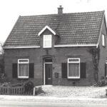 Foto 02-1 Hier woonden wij van 1938-1951 (JB; Tegenover de Molen. Rijksweg 102; nu 94)