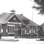 Foto 15-2 Gemeentehuis met huis Wintjes