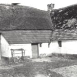 Foto 21-2 P. Thijssen Broekkant tot 1960 (JB; Het huis stond onderaan de brug)